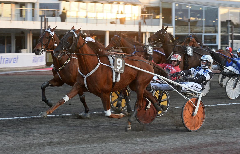 Final Dream spurtar till seger via open stretch på Åby, snyggt framlotsad av Linda Sedström.