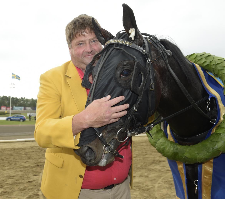Svante Båth och Attraversiamo efter segern i Svenskt Travderby förra året.