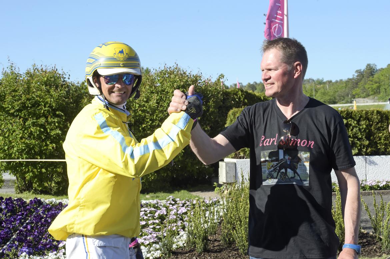 Franck Ouvrie och Jarmo Niskanen valde spår 2 för Earl Simon i finalen av Elitloppet. Lars Jakobsson TR Bild.