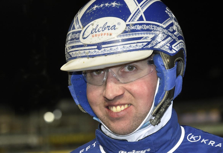 Rikard N Skoglund tvåa i ligan med sina 100 segrar under året.