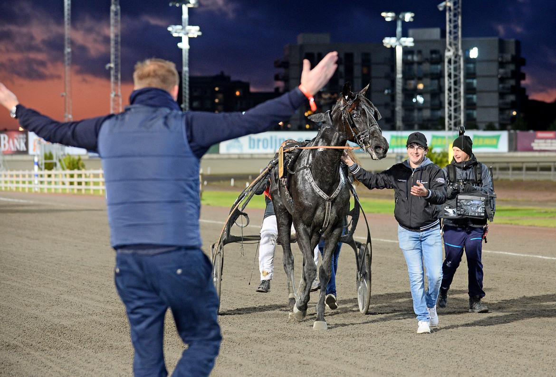 Milliondollarrhyme har just vunnit SM 2019. Skötaren Arthur Leportier och en av delägarna Christian Olofsson tar Åby med storm.