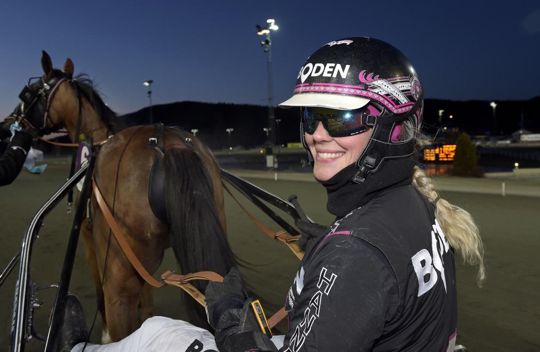 Hanna Olofsson har fem hästar från stallet till start när GS75® avgörs på hemmabanan Boden. Lars Jakobsson TR Bild.