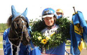 Ramona Mustang och Jonathan Gustavsson efter segern i Mini-Elitloppet 2012