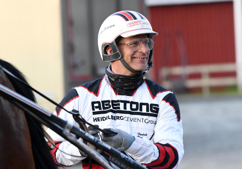 Fredrik Persson har två spännande hästar till start på V86®. Malin Albinsson TR Bild.