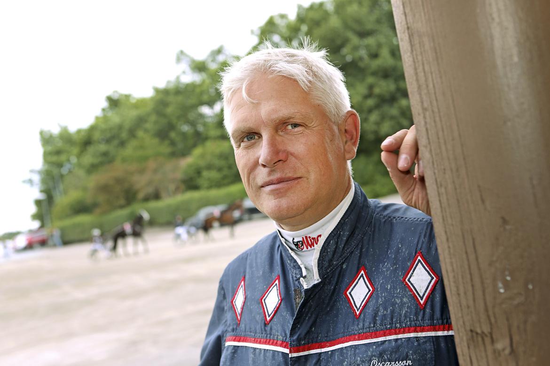 Jim Oscarsson tränar och kör formtoppade Mr Perfection på lördag och har skrällfeeling. Maria Holmén/TR Bild.