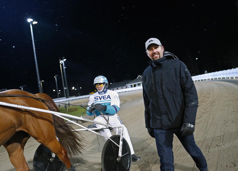 Fyra segrar blev det för kusken Örjan Kihlström och tränaren Daniel Redén. Maria Holmén TR Bild.
