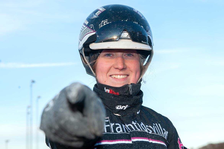 Henriette Larsen avrundade tisdagens V64 med en knall. Mikael Rosenquist, TR Bild.
