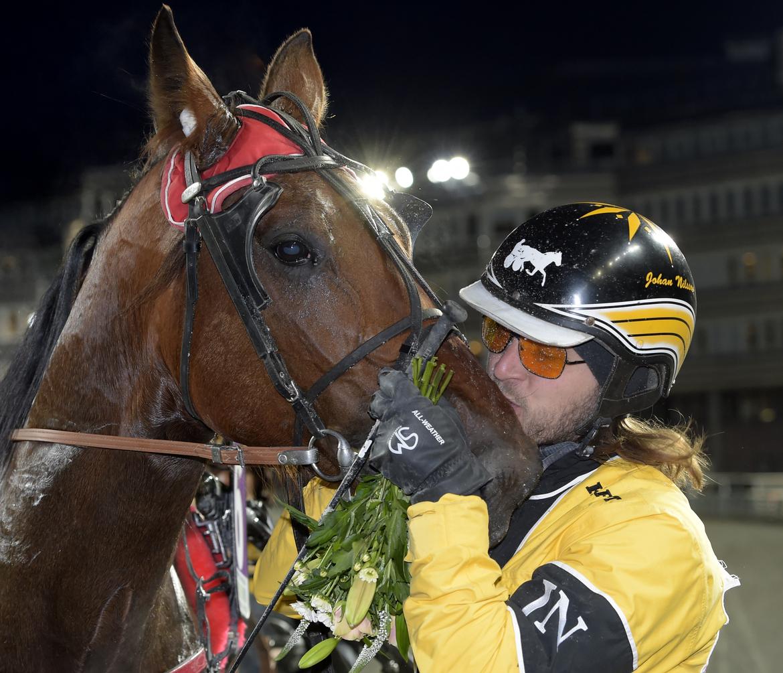 Lucifer Lane och Johan L Nilsson efter en tidigare seger. Lars Jakobsson.