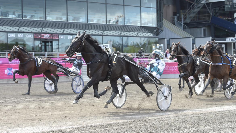 Borups Victory och Örjan Kihlström tog hem 250 000 kronor i ASVT Trottex Auktionslopp. Lars Jakobsson/TR Bild.