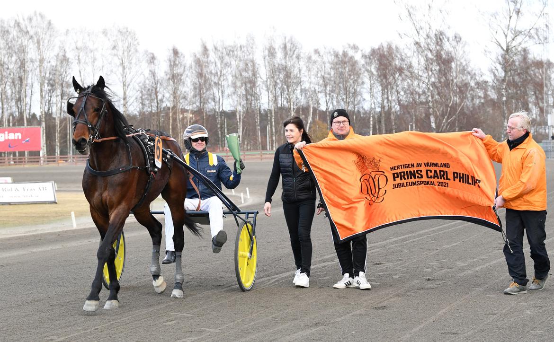 Click Bait är snabbast i Sverige i år och på fredagen blev Stefan Melanders häst klar för Elitloppet. Mailin Albinsson TR Bild.