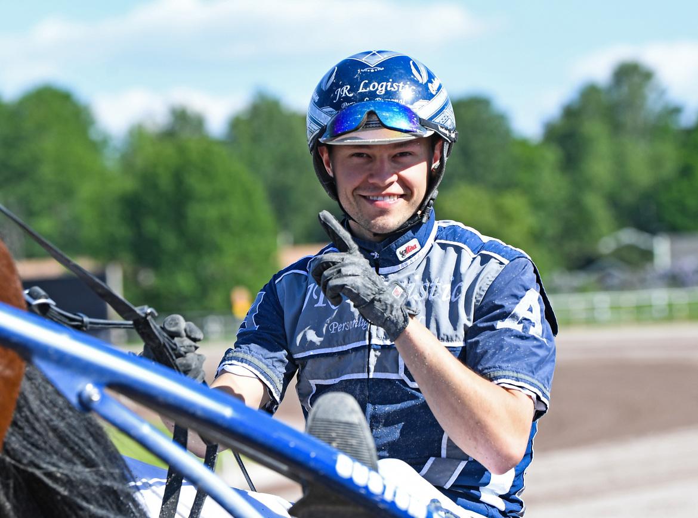 På lördag kan Oskar J Andersson ta sin första riktigt stora tränarseger - med Bouillabaisse i E3-finalen för ston. Malin Albinsson/TR Bild.