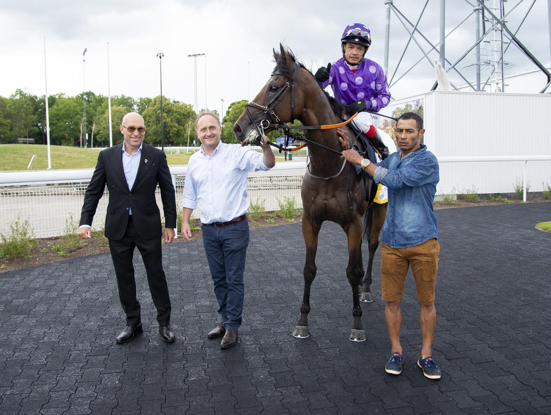 Kick On, Niels Petersen och Carlos Lopez vid en tidigare seger.  Elina Björklund/Svensk Galopp.